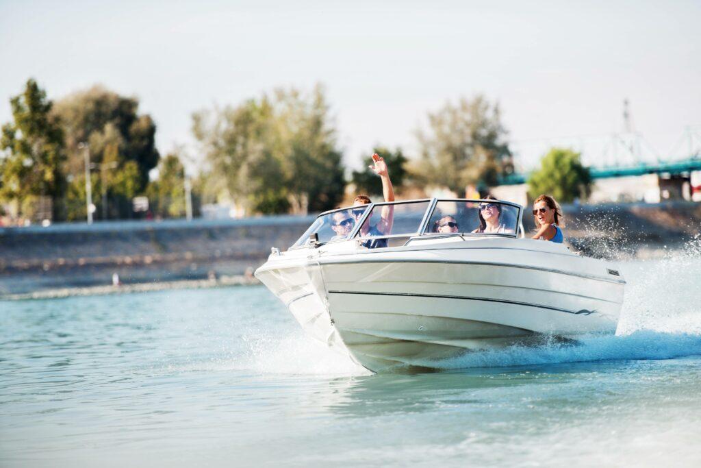 Sportbootfuehrerschein Binnen Onlinekurs Motorboot Segelboot